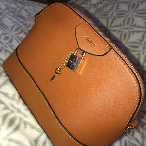 I'm selling an aldo bag !!!!!